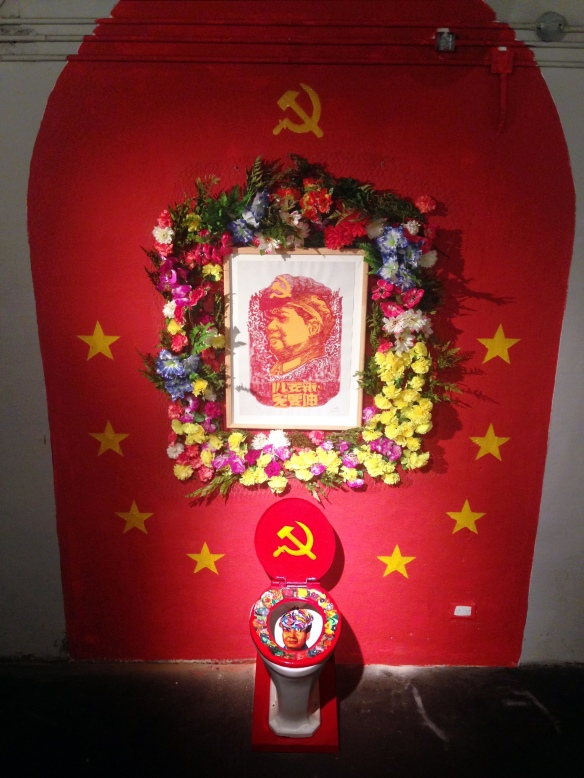 celebration of the sacred appearance of Mao Tse Tung on porcelain toilet_instalation_2014_dinamica exhibition motin